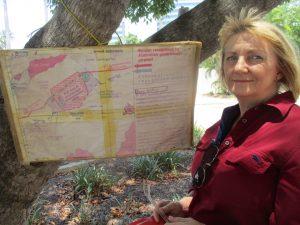 Darwin 201109 woman and map